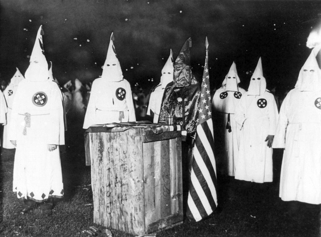 Ku Klux Klan chega aos 150 anos e vê oportunidades com Trump