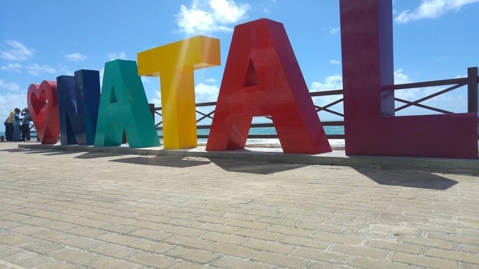 Monumento com letreiro da cidade de Natal é inaugurado