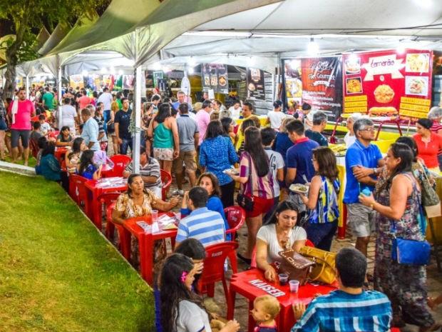 Feira de Gastronomia e Arte é aberta na praça da Árvore de Mirassol