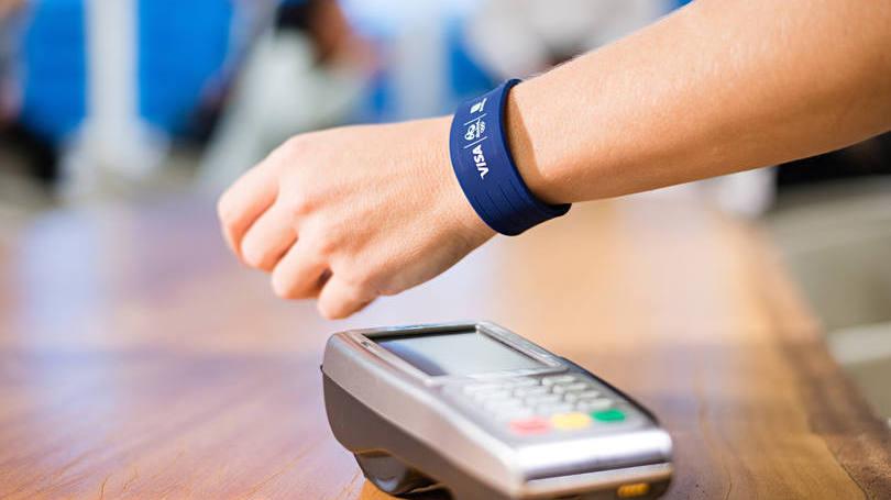 Visa e Bradesco lançam pulseira que substitui o cartão