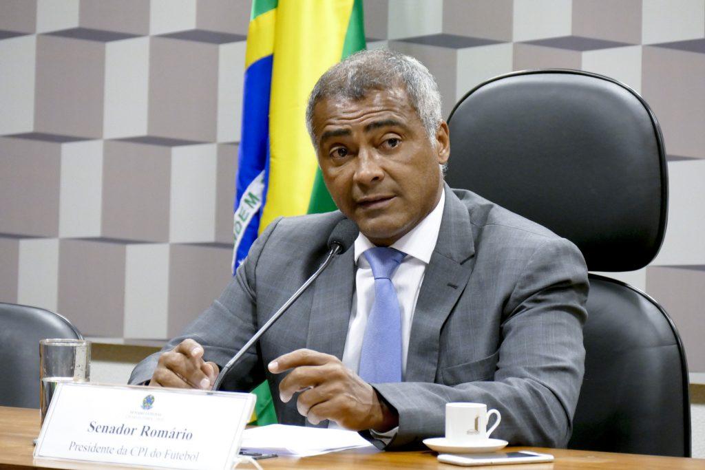 Romário renuncia à comissão do impeachment