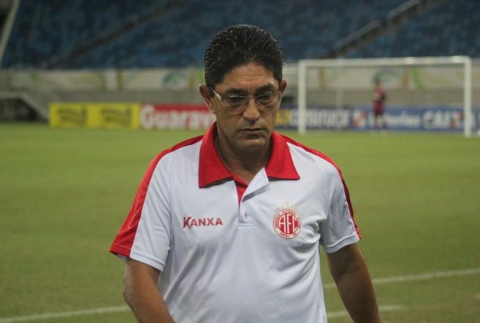 Sérgio China deixa o comando técnico do América-RN