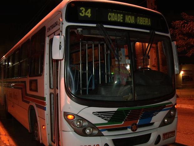 Empresas começam a recolher frota de ônibus em Natal