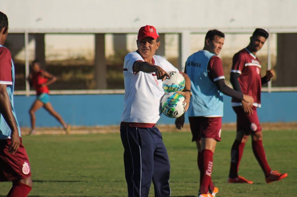 Francisco Diá relaciona 20 atletas para jogo contra o River