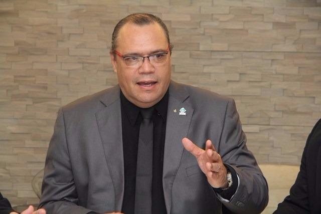 Presidente da FENAM critica Programa Mais Médicos