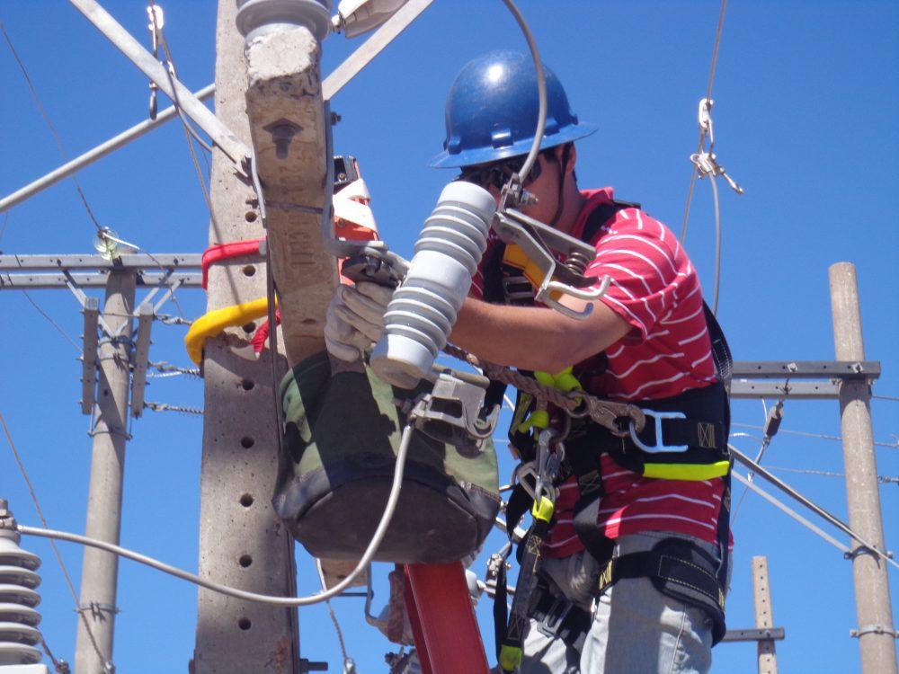 Cosern seleciona candidatos ao curso gratuito de formação de eletricista