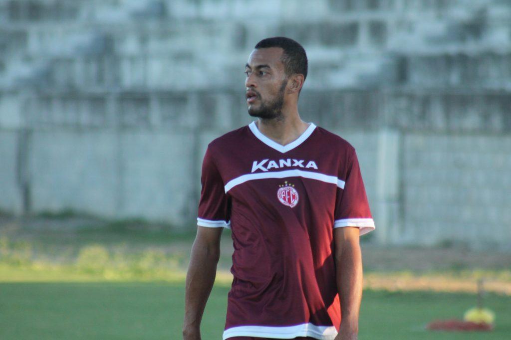 Diego Silva vive a expectativa de iniciar uma partida pelo América-RN