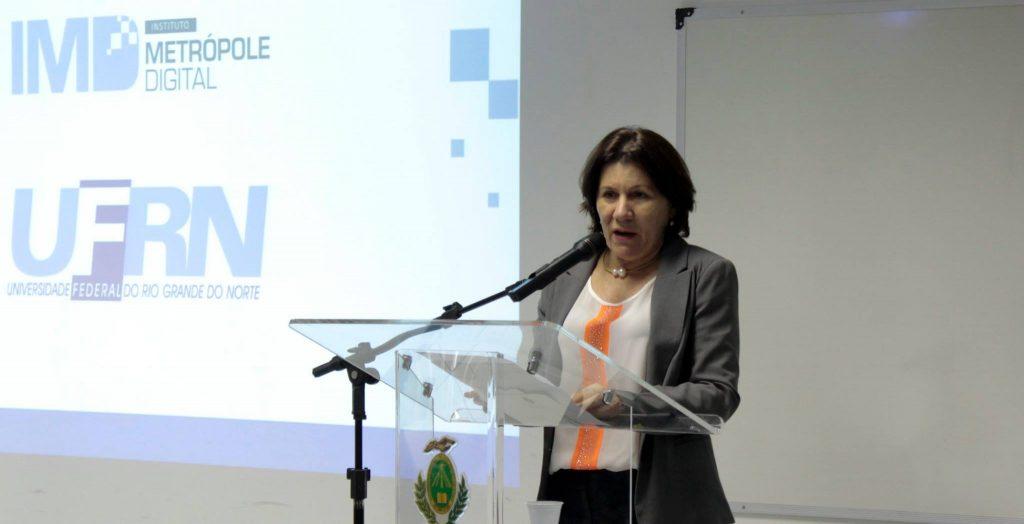 Ângela Paiva defende contrato da UFRN com a SIG