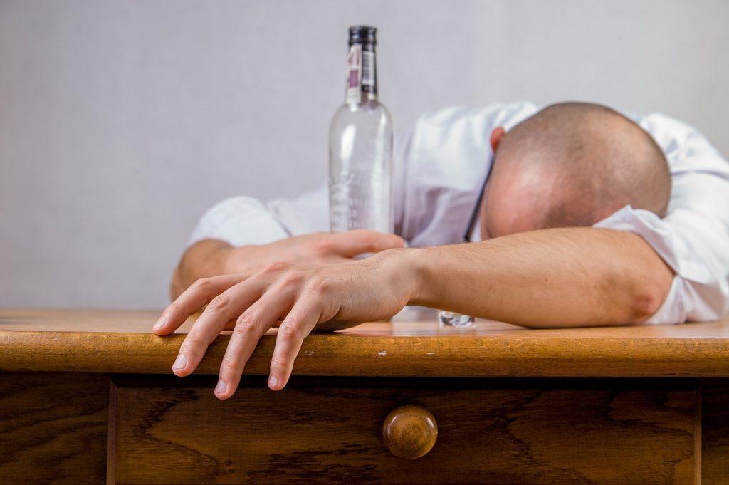 Álcool está ligado a pelo menos sete tipos de câncer, revela estudo