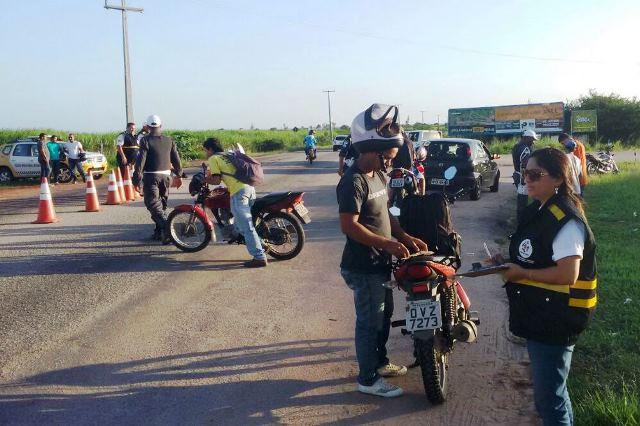 Detran/RN fiscaliza rodovias estaduais em Monte Alegre e Touros
