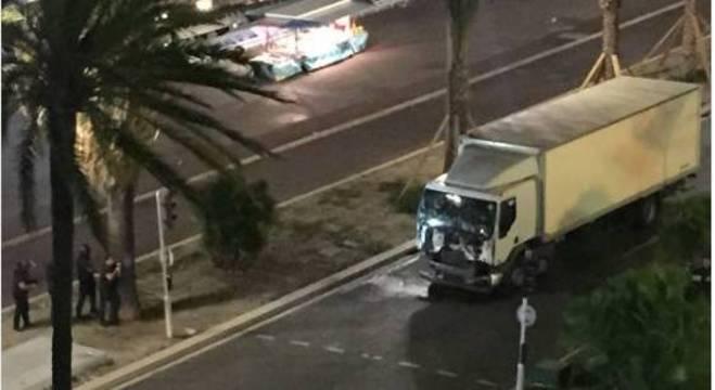 Hollande diz que 50 feridos em Nice correm risco de vida