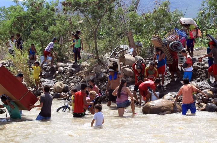 Colômbia quer reabrir fronteira com Venezuela em definitivo