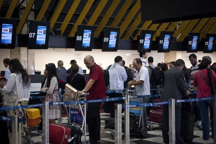 Em caso de desistência, empresa aérea deve reembolsar taxa de embarque