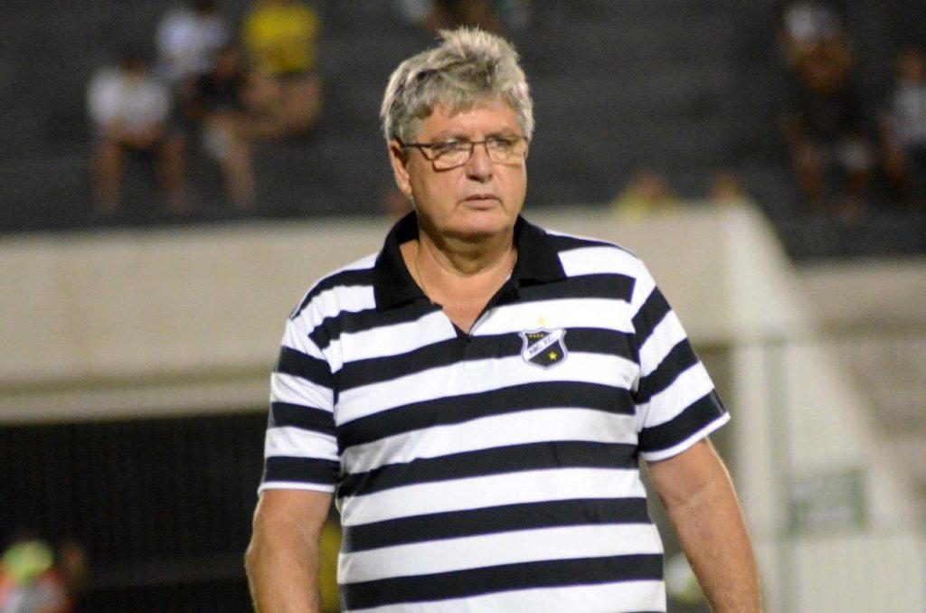 Geninho relaciona 20 jogadores para o desafio contra o Salgueiro