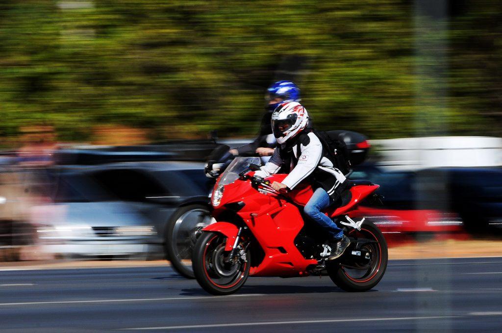 Barulho da moto pode prejudicar a audição