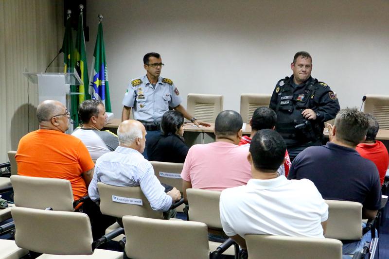 Comando da Polícia dialoga com rodoviários de Natal
