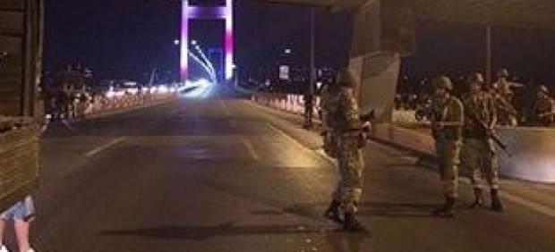 Premier denuncia golpe de Estado em curso na Turquia
