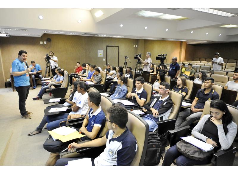 Conexão Enem prepara estudantes na reta final para o Exame