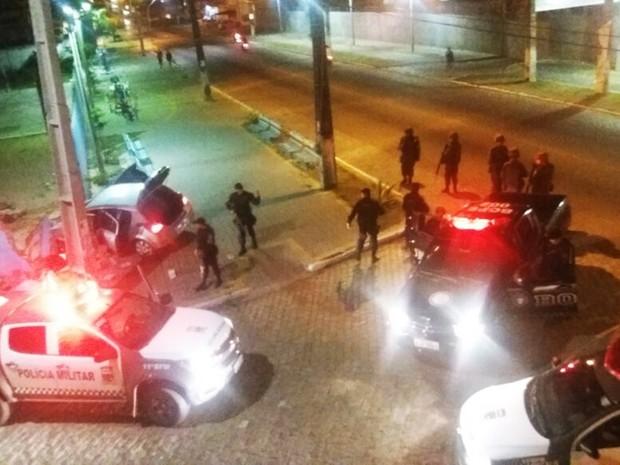 Após assaltar farmácia em Ceará-Mirim, dupla é perseguida e bate o carro