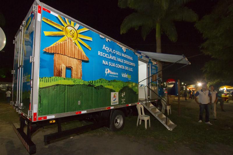 Cosern realiza entrega gratuita de lâmpadas de LED na Zona Norte de Natal
