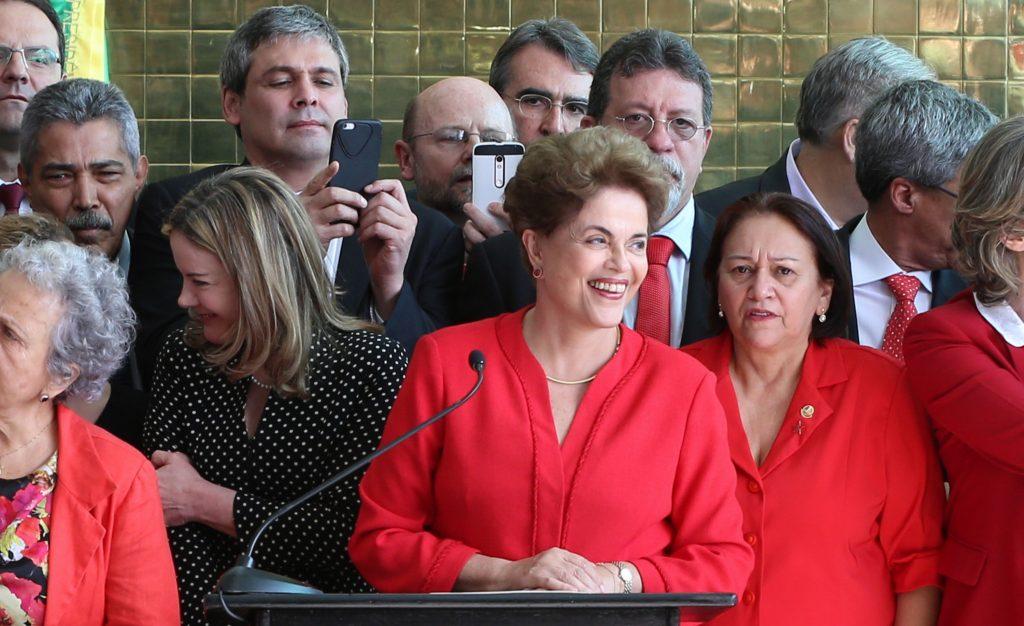 """Nós voltaremos"", diz Dilma Rousseff após sofrer impeachment"