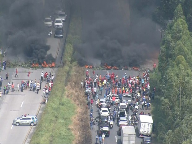 Protestos contra impeachment são realizados em Pernambuco e no DF