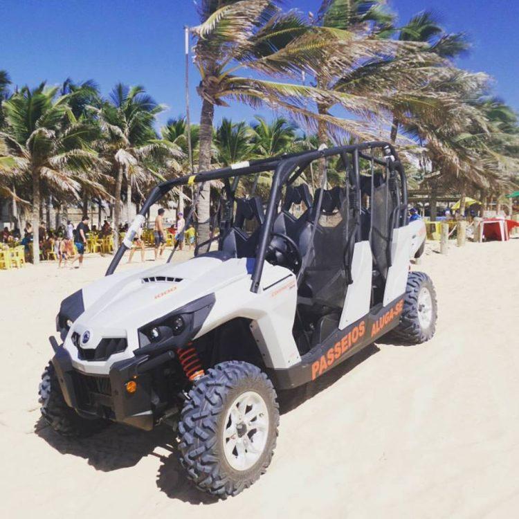 UTV vira sensação na Praia de Canoa Quebrada, no litoral cearense
