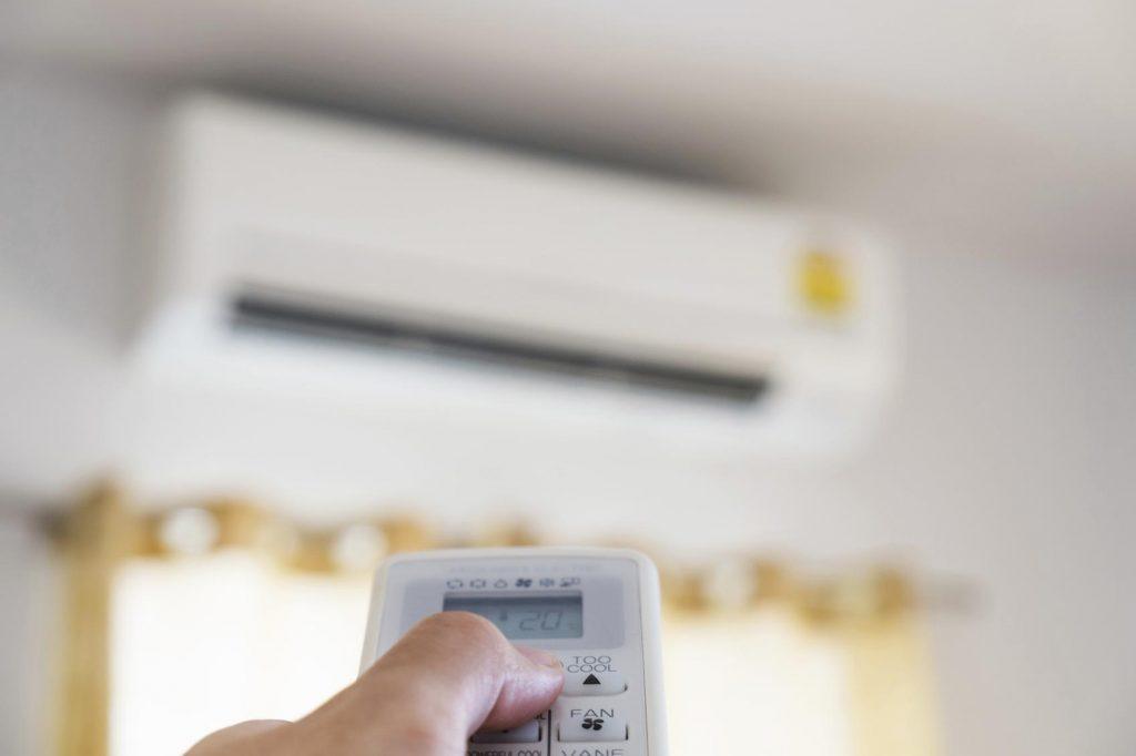 Dicas para economizar energia ao usar o ar-condicionado