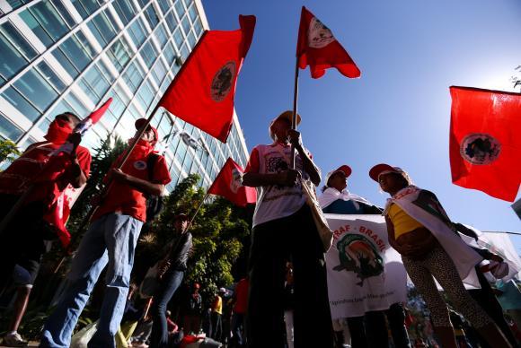 Manifestantes ocupam ministério e pedem eleições diretas
