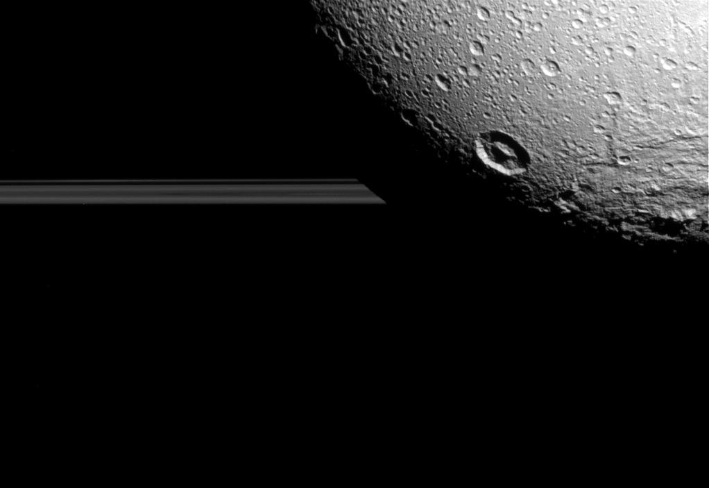 Oceano oculto é encontrado em 'Dione', uma das luas de Saturno