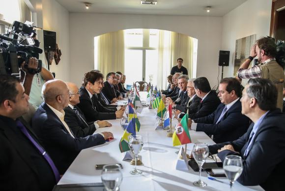 Governadores ameaçam acionar Justiça por partilha de multas da repatriação