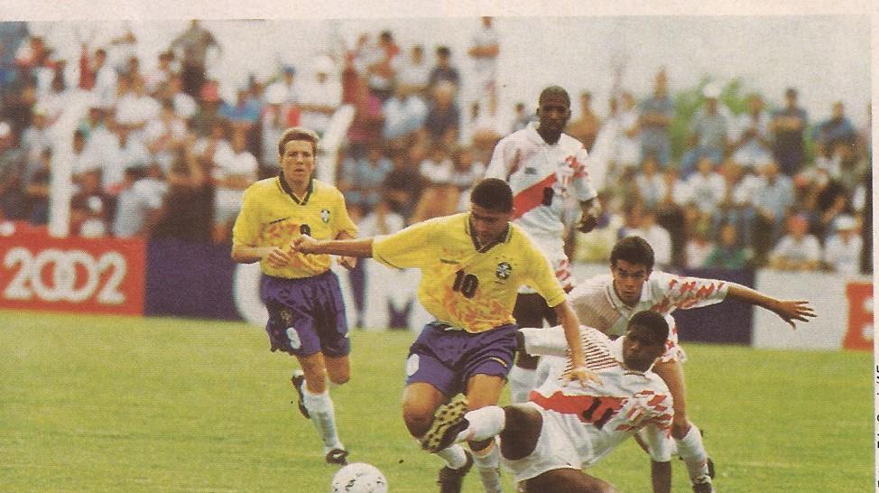 Souza em ação pela Seleção Brasileira contra o Peru (Foto: Arquivo/Ribamar Cavalcante)