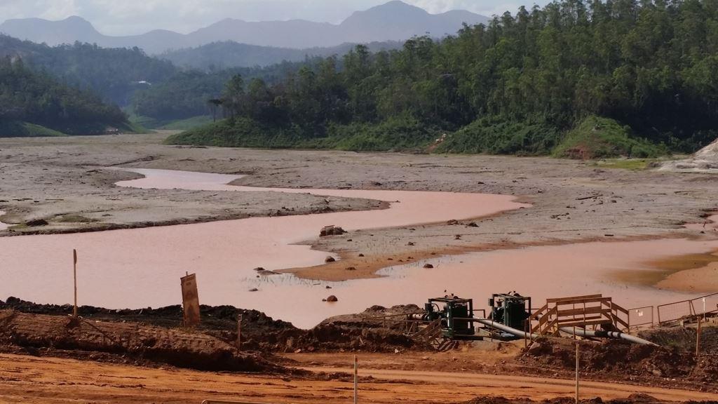 Relatório aponta violações de direitos humanos após desastre em Mariana