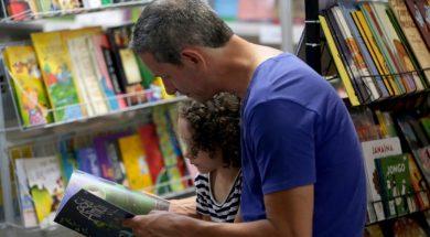 crianca-lendo-leitura