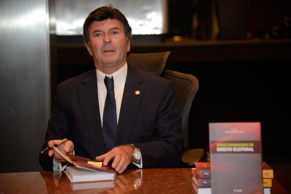 Luiz Fux suspende tramitação do projeto de medidas contra a corrupção