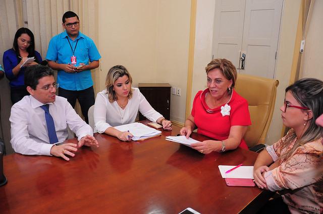 Rosalba anuncia redução de cargos comissionados em Mossoró