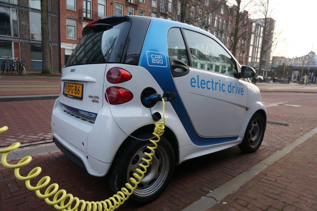 Carros elétricos e energia solar impedirão o crescimento do carvão e do petróleo