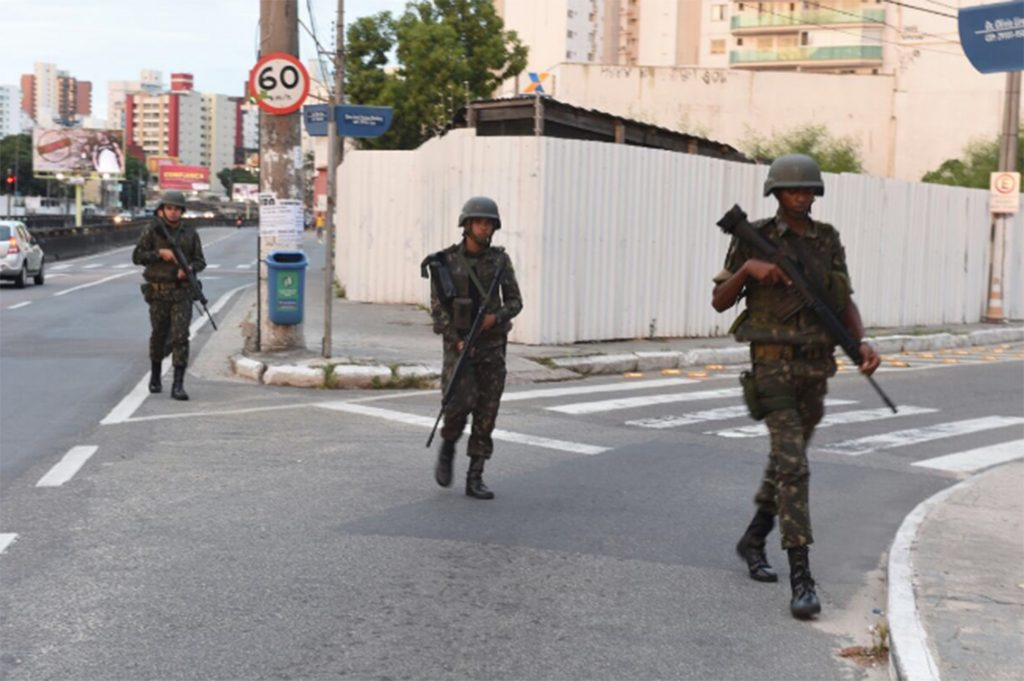 No ES, moradores protestam e pedem a volta da PM nas ruas