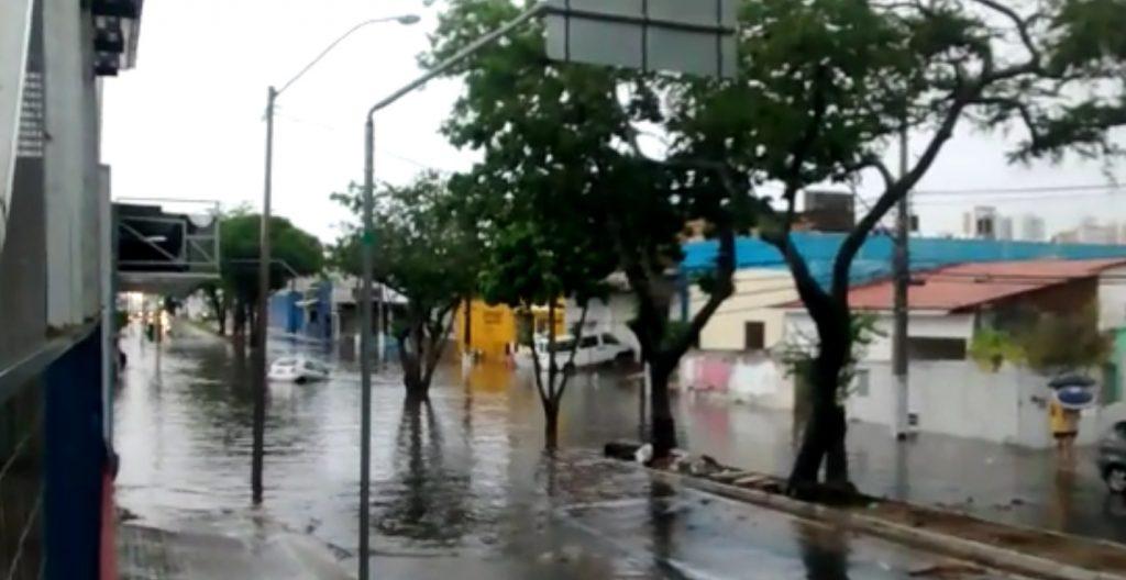 Forte chuva causa alagamentos em Natal; túnel que liga Mor Gouveia a Prudente é interditado
