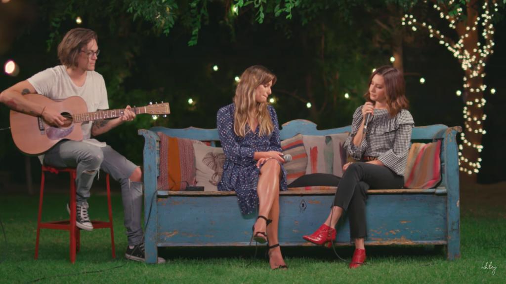 Lea Michele e Ashley Tisdale fazem dueto de 'Dancing On My Own'