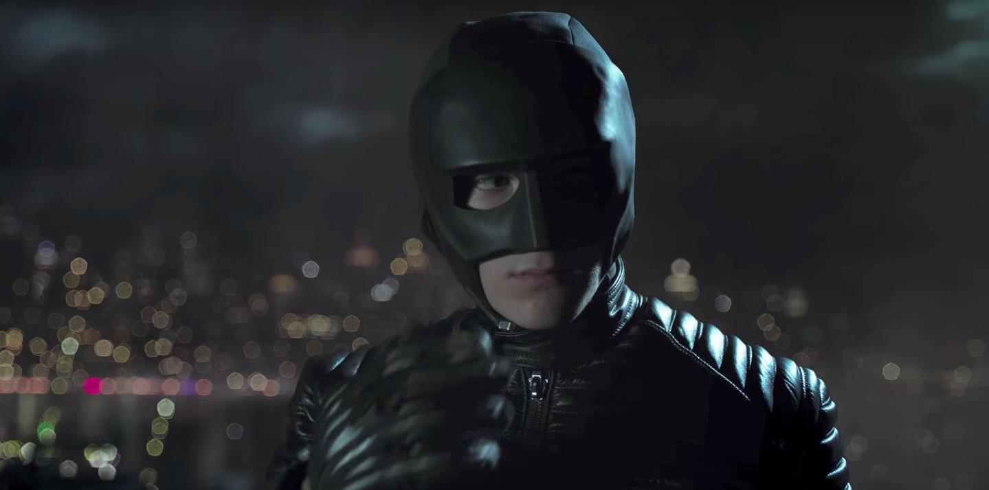 Bruce Wayne se transforma em Batman no teaser de Gotham