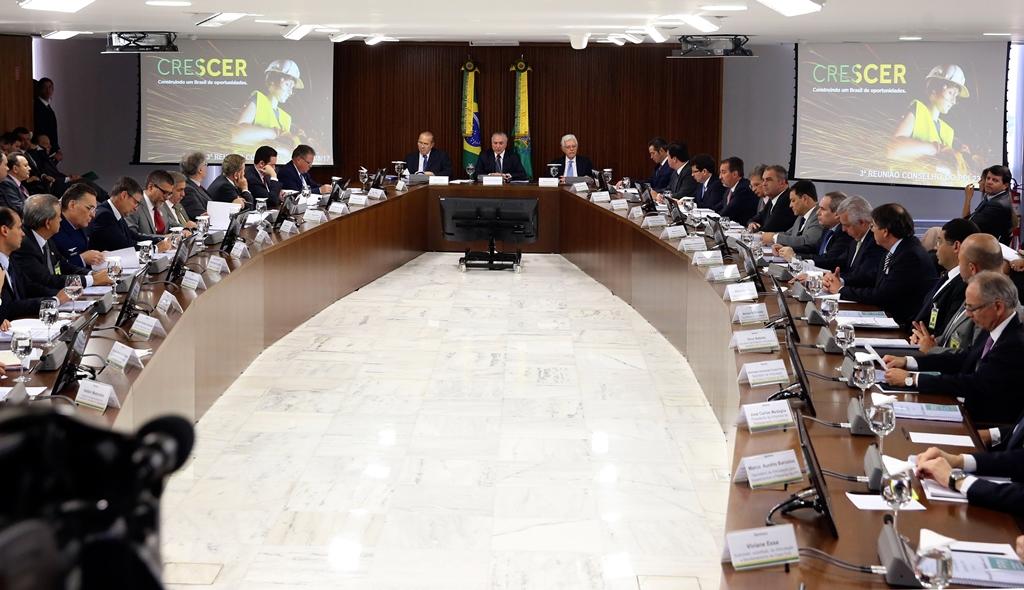 Governo anuncia privatização de 57 empresas