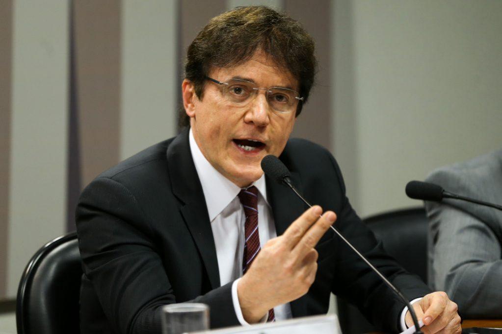 Justiça determina bloqueio de R$ 6,3 milhões de Robinson Faria