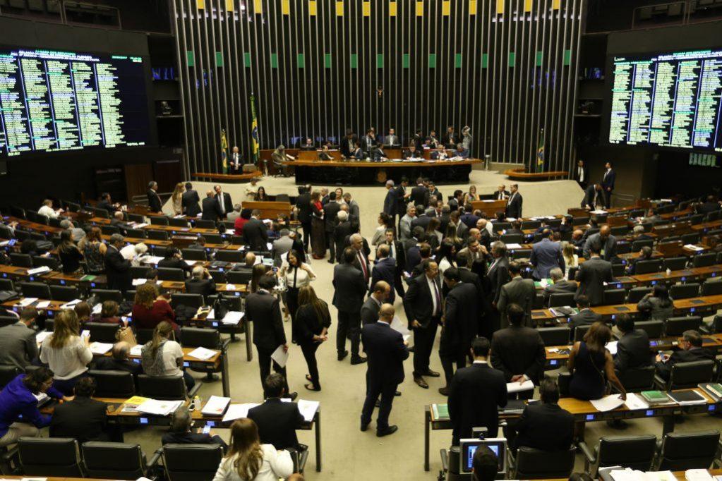 Bolsonaro e outros 141 ex-deputados já podem se aposentar com mais de R$ 33 mil