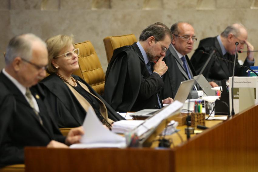 Maioria do STF vota a favor do envio da denúncia sobre Temer à Câmara