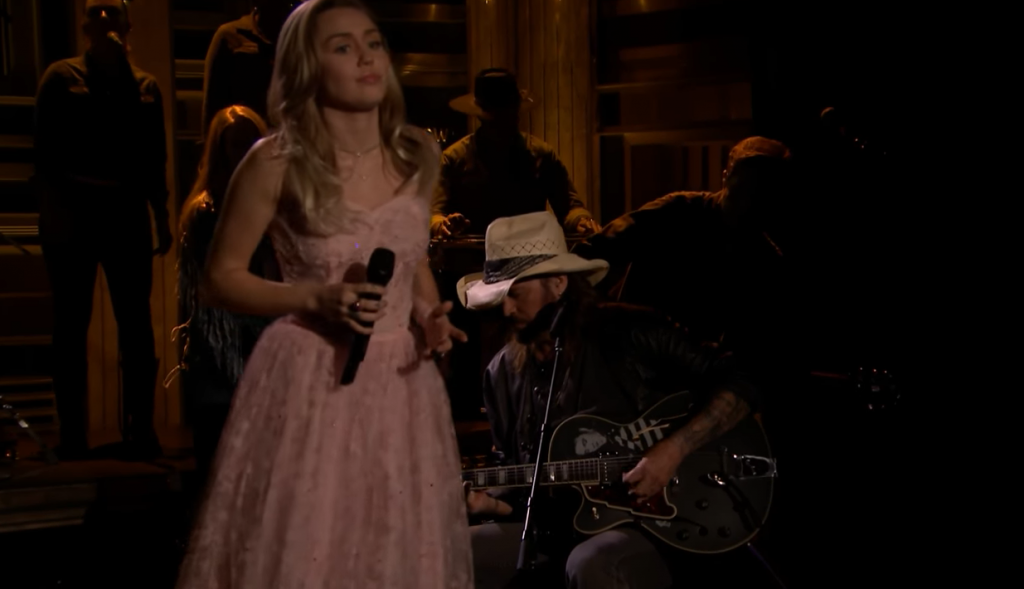"Miley Cyrus e Billy Ray Cyrus cantam ""Wildflowers"" de Tom Petty"