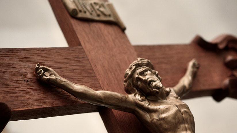 Cápsula do tempo é descoberta em escultura de Cristo do século XVIII