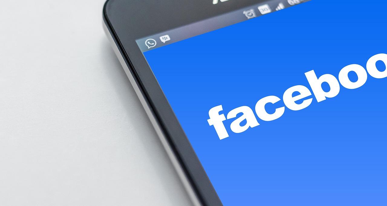 Facebook é multado em US$ 5 bi por violar privacidade