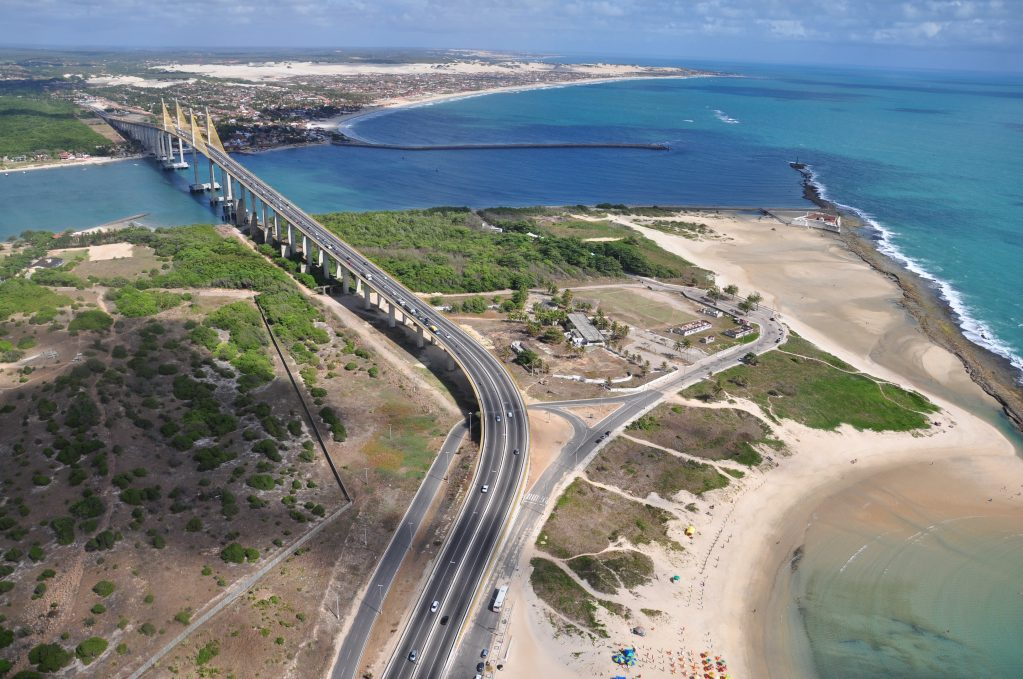 PMs evitam suicídio de jovem na Ponte Newton Navarro