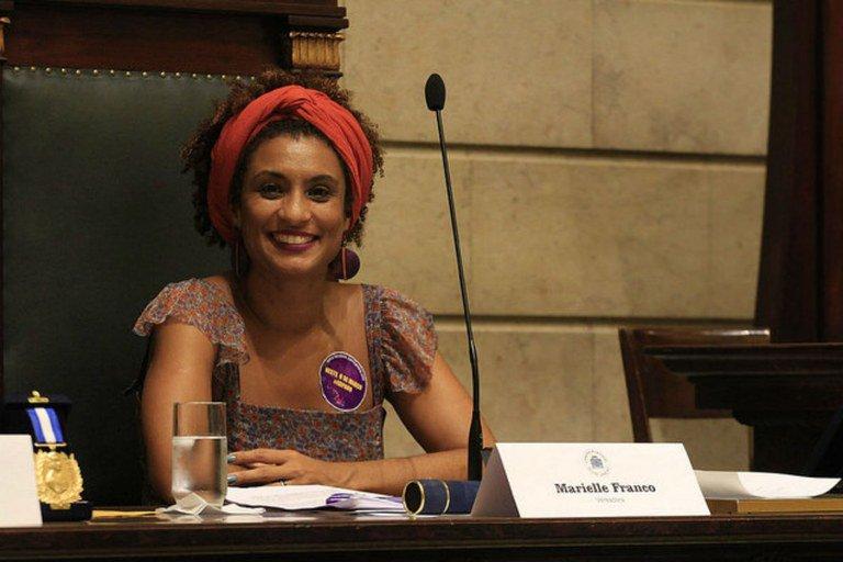 Vereadora ativista dos direitos humanos é morta a tiros no RJ